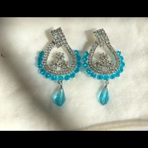 Gorgeous earrings!! Light blue with stones